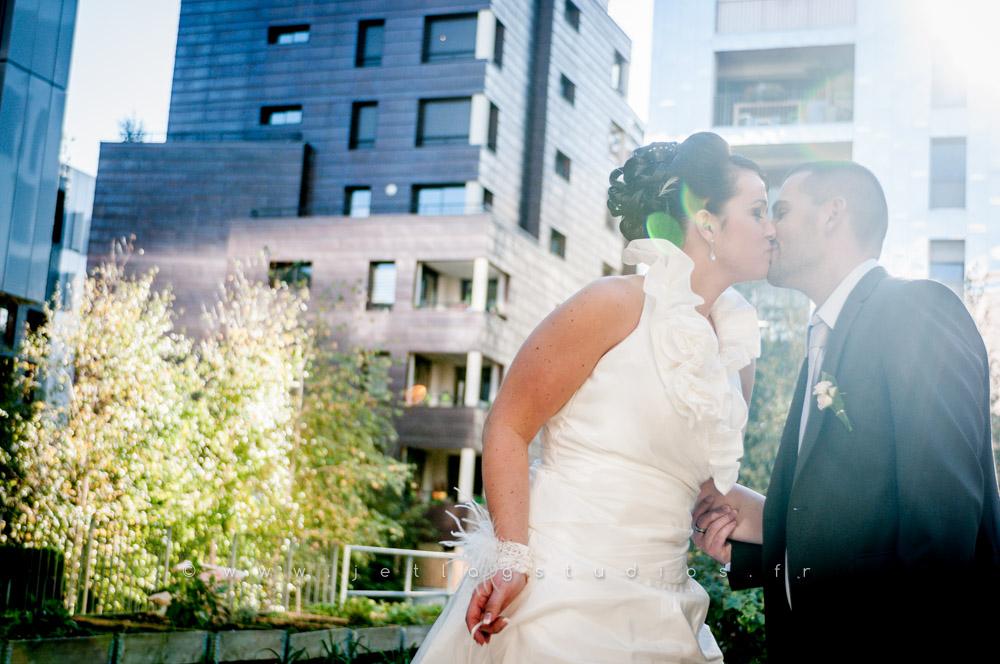 Photos de couple à Lyon Confluence – Mariage Ludivine & Eric