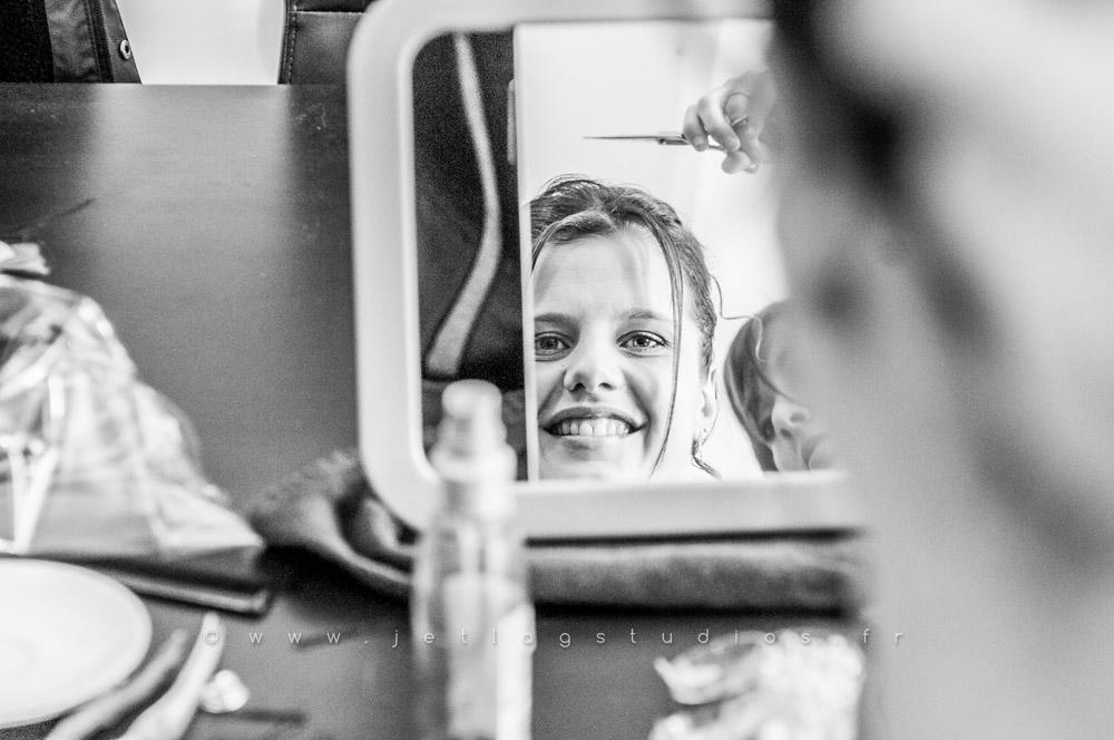 photo-mariée-coiffure-préparation-miroir-reflet