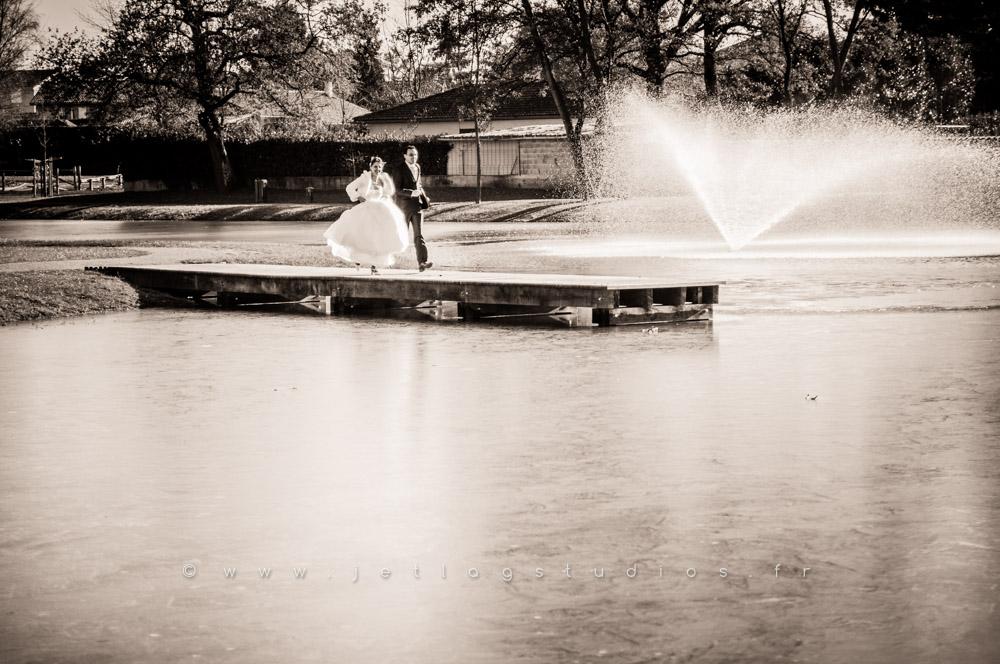 mariage-couple-nature-lac-étang-ain