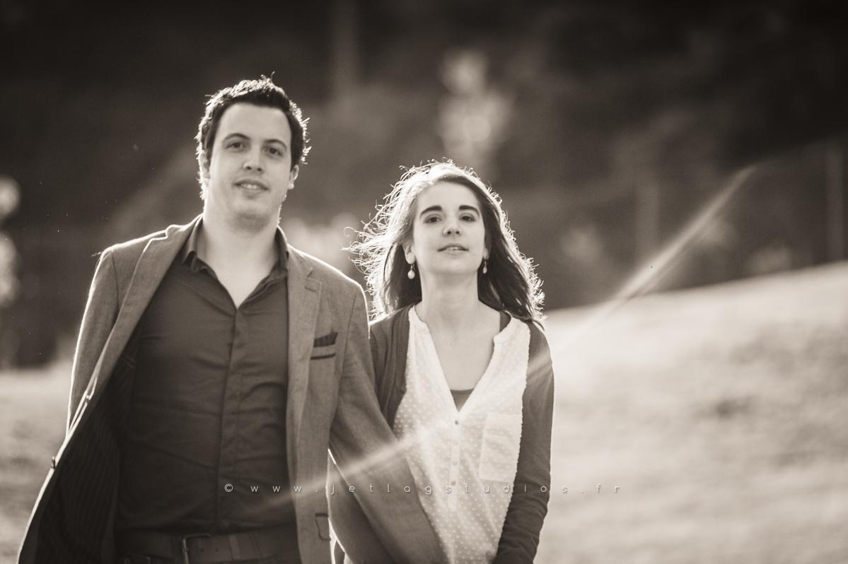 couple-marchant-avant-cérémonie-mariage