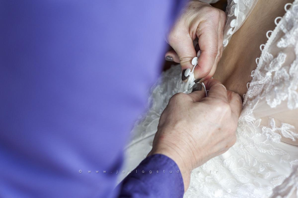 habillage-mariée-préparation-boutonnière