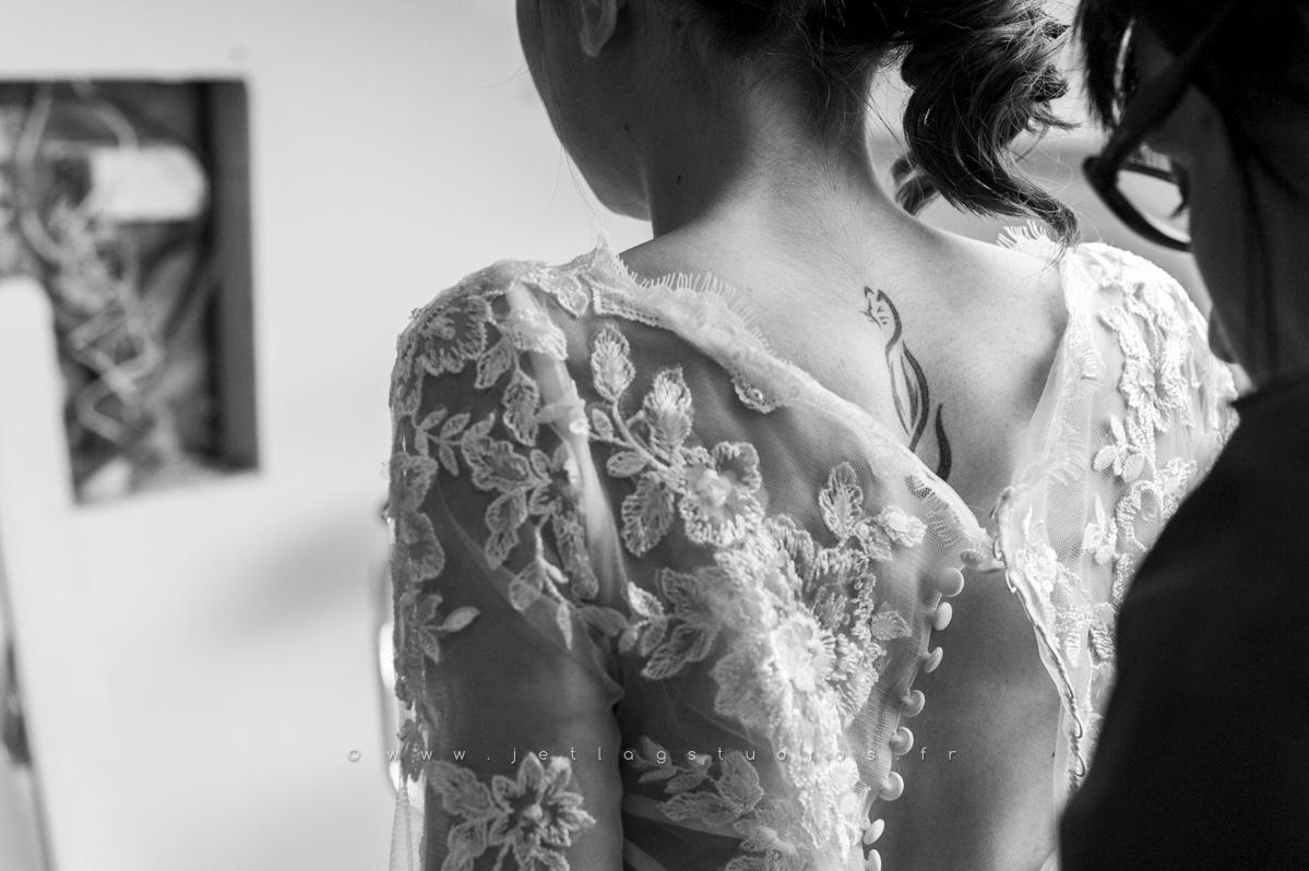 habillage-mariée-robe-dos