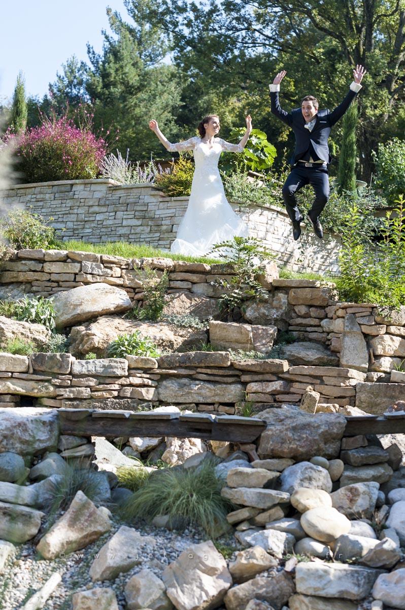 saut-des-jeunes-mariés-photo-fun