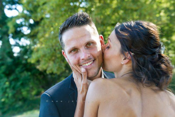 baiser-sur-la-joue-du-mari